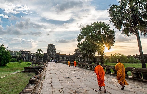 Angkor Wat Complex and Luang Prabang City Tour