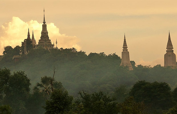 Discover Oudong Mountain and Phnom Penh City Tour