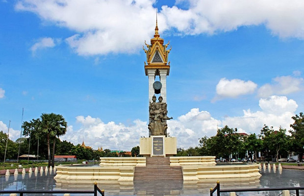 Phnom Penh Small-Group Secrets Tour