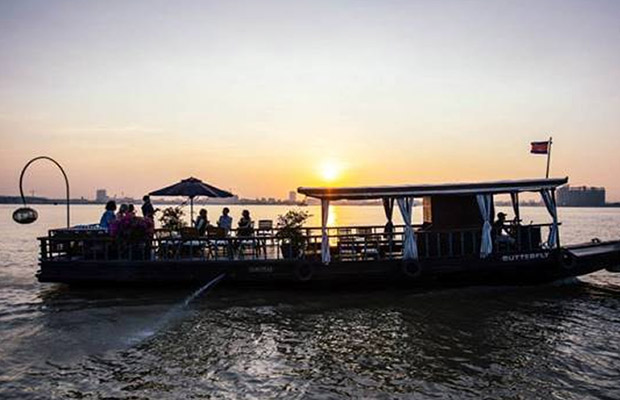 Phnom Penh Sunset Cruise Tour Including BBQ and Drinks